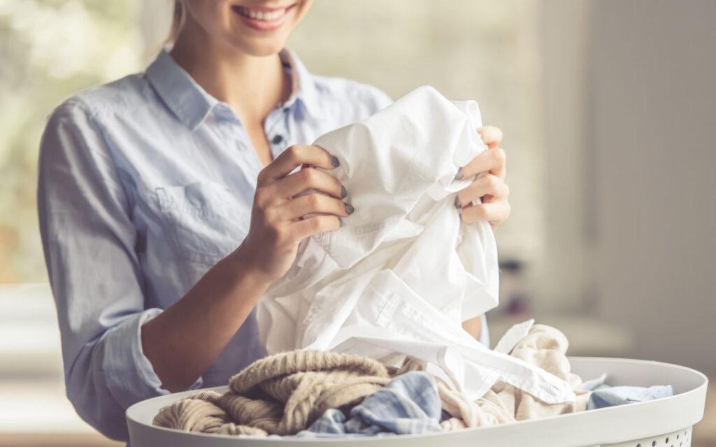 Jak przygotować odzież przed oddaniem jej do pralni chemicznej?